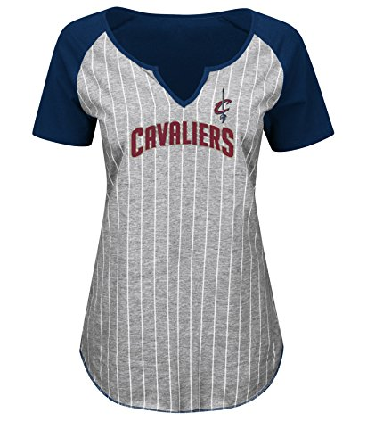VF LSG NBA Cleveland Cavaliers Damen T-Shirt Eyes on The Big Prize, kurzärmelig, Gr. M, sportliches Marineblau/Stahl Heather/Weiß