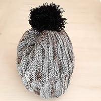 Gorro de lana POMPON PELUDITO. Tejido a mano. Técnica crochet. Punto fantasía.