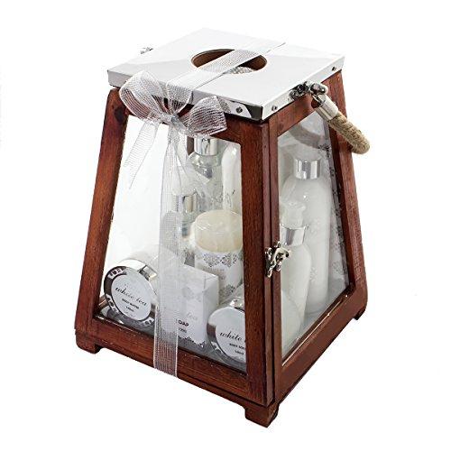 Accentra Badeset Geschenkset für Damen, 8 Wellness- & Wohlfühlprodukte im wohltuenden Duft White Tea & eine Kerze verpackt in einer großen Holzlaterne -