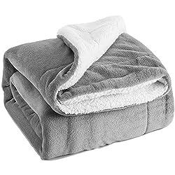 Bedsure Sherpa Decke Flauschige Kuscheldecke/Wohndecke, Super weiche Fleece Sofadecke/Überwurfdecke, extrem warm mit doppelt genäht zweiseitige Decke- 220 x 240 cm, Grau