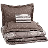 AmazonBasics 7-Piece Bedsheet Set - Full/Queen (Industrial Grey, Includes 1 bedsheet, 1 Comforter, 4 Pillowcases, 1 Fitted Sheet)