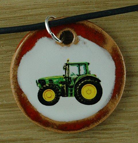 Echtes Kunsthandwerk: Schöner Keramik Anhänger mit einem Traktor; Landwirtschaft, Landwirt, Bauernhof, Bauer, Feld, Feldarbeit, Land, Landleben