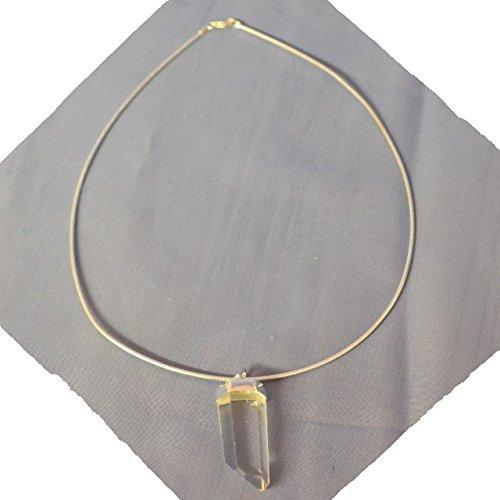bergkristall-anhanger-spitze-mit-kette-als-omega-reif-in-925er-silber