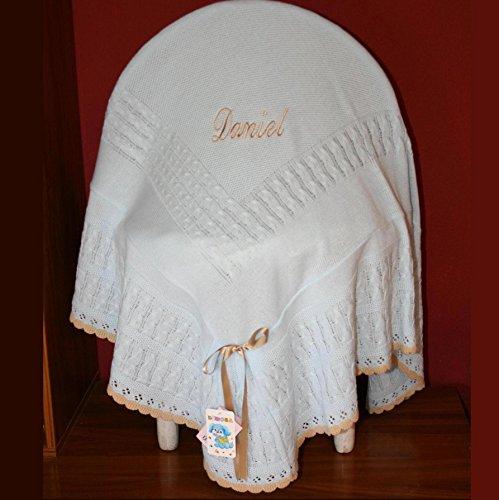 PRIMERAEDAD/toquilla con volante en lana combinada celeste camel personalizada con combre