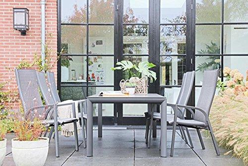 lifestyle4living Stilvoller Gartentisch aus Alu in Grau mit Einer Steinoptik-Tischplatte ist mit 160 cm Breite EIN Highlight für Terasse oder Balkon