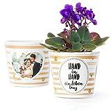 Facepot Sprüche zur Hochzeit - Blumentopf (ø16cm) Geschenk für Brautpaar, Frau oder Mann mit Bilderrahmen für 2 Fotos (10x15cm) - Hand in Hand EIN Leben lang