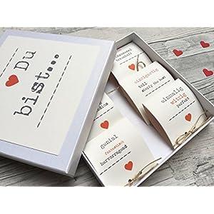 Valentinsbox 'Du bist' gefüllt mit Marzipan Herzchen