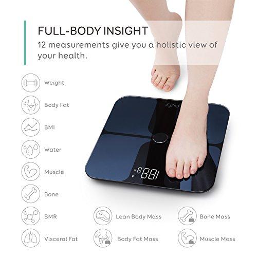 Eufy BodySense Báscula inteligente con Bluetooth pantalla LED de gran tamaño peso grasa corporal índice de masa corporal análisis composición corporal fitness encendido y apagado automático puesta a cero automática superficie de vidrio templado color negro y blanco unidades: lb kg y st