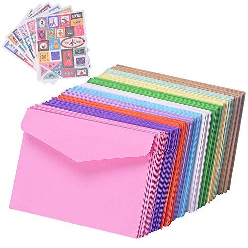FineInno 100 Stück Kraftpapierumschläge mit 6 Stück Briefmarke Bunten Umschlag Briefumschläge 11.7x8.2cm Kuvert für Grußkarten, Einladung, Geburtstagskarten