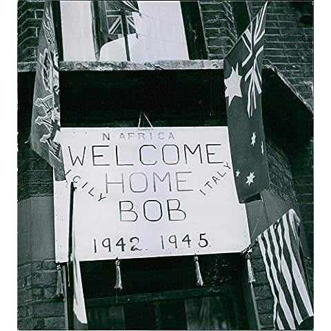 Vintage Foto Di 1946immagine di un messaggio su una lavagna con bandiere da appendere.