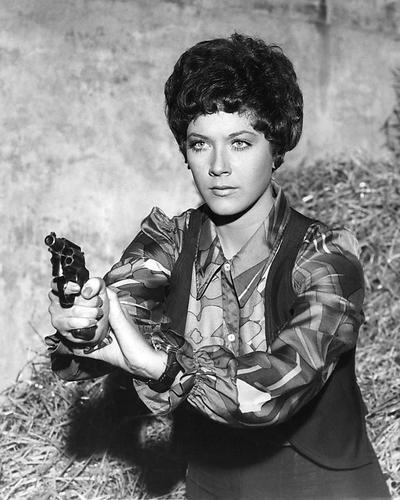 Linda Thorson Avengers (Moviestore Linda Thorson als Tara King in The Avengers 25x20cm Schwarzweiß-Foto)