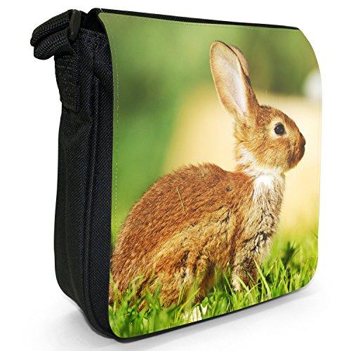 Peluche conigli Borsa a spalla piccola di tela, colore: nero, taglia: S Brown Rabbit Sitting On Grass