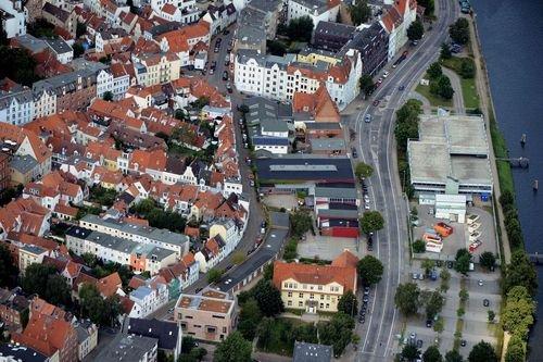 MF Matthias Friedel - Luftbildfotografie Luftbild von Wakenitztmauer in Lübeck (Lübeck), aufgenommen am 12.08.12 um 12:41 Uhr, Bildnummer: 6259-70, Auflösung: 7360x4912px = 36MP - Fotoabzug 50x75cm