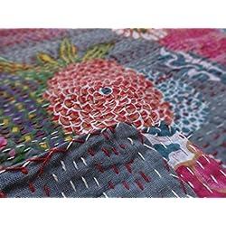 Indian Kantha Vintage Algodón edredón Kantha Edredón de frutas, parche trabajo alfombra, Ralli, gudari, Tropical Kantha Colcha, edredón de Sari indio hecho a mano, 90x 108pulgada. Por Bhagyoday