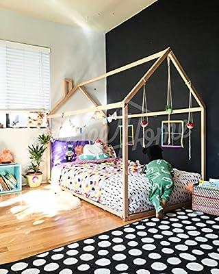Montessori casa de la cama. El colchón está directamente en el piso.