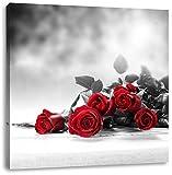 schöner Rosenstrauß auf Tisch schwarz/weiß, Format: 40x40 auf Leinwand, XXL riesige Bilder fertig gerahmt mit Keilrahmen, Kunstdruck auf Wandbild mit Rahmen, günstiger als Gemälde oder Ölbild, kein Poster oder Plakat