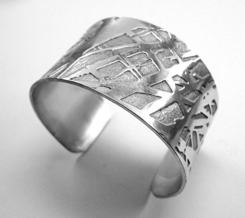 bracelet-manchette-aluminium-chimiquement-graves-et-forgs-la-main-avec-finition-polie-et-texte-perso