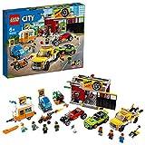 LEGO City Turbo Wheels - Autofficina Giocattolo, con una Roulotte e Veicoli, tra cui un Carro Attrezzi, un Bolide e una Moto a Razzo con 7 Minifigure, Set di Costruzioni per Bambini +7 Anni, 60258