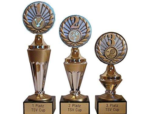 e (1, 2, 3 Resin) mit Gravur/Wunschemblem und 3 Anstecknadeln. Für über 50 Sportarten verfügbar. (American Football, Angeln, Badminton, Baseball, Basketball, Billard, Boule (Petanque), Bowling, Boxen, Dart, Eishockey, Eiskunstlauf, Eisschnelllauf, Eisstock, Fechten, Feuerwehr, Fussball, Tischfussball, Gewichtheben, Go-Kart, Golf, Gymnastik, Handball, Feldhockey, Hundesport, Judo, Ju-Jutsu, Kaninchenzucht, Karate, Katzenzucht, Kegeln, Leichtathletik, Minigolf, Motorsport, Mountainbike, Musik, Oldtimer (Motorrad), Oldtimer (Auto), Radsport, Reiten, Rhönrad, Ringen, Rodeln, Rudern, Schach, Schützen, Schwimmen, Segeln, Skat, Ski (Abfahrt, Langlauf, Slalom, Biathlon, Kombination, Skispringen), Snowboard, Squash, Surfen, Tanzen, Taubenzucht, Tennis, Tischtennis, Traktor (Lanz), Turnen, Volkslauf, Volleyball, Wandern, Wasserball, Würfeln). (Günstige Kunststoff-pokale)