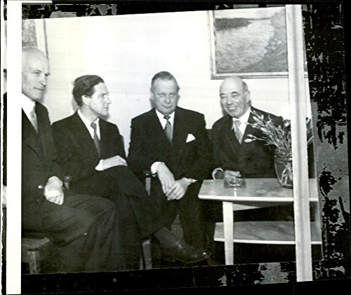 vintage-photo-of-delegates-in-conversation-at-the-opening-of-the-legal-clinic
