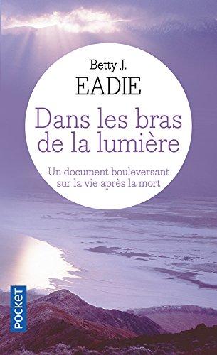 Dans les bras de la lumière par Bettie J. EADIE
