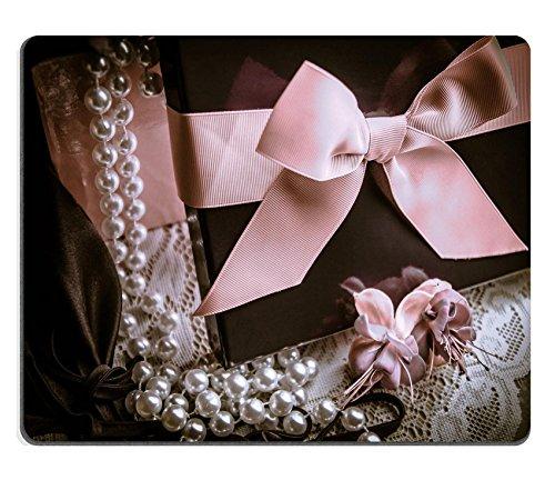 Preisvergleich Produktbild luxlady Naturkautschuk Mousepads Bild-ID 30852626Geschenkbox mit Perlen Blumen und Dessous auf eine zarte Spitze Hintergrund