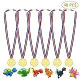 Danolt 48 PCS Set de Fiesta para niños, 24 PCS medallas de plástico para niños con 24 PCS PVC de Dinosaurio de Dibujos para Actividades Deportivas Escolares, Fiestas Infantiles, Juguetes para Juegos
