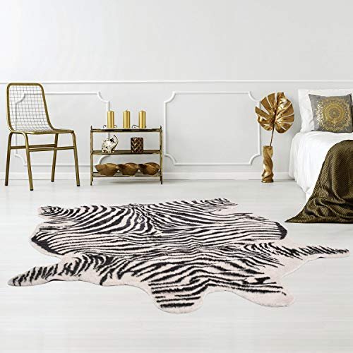 Qilim Kunstfell-Teppich tierfellförmig mit Tierfell-Optik in Zebra-Look Schwarz/Weiß, Flachflor aus Polyester mit Anti-Rutsch-Rückseite; Größe: 150x200 cm
