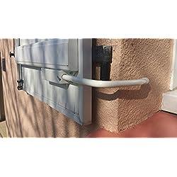 BLOQUE VOLET BLANC SPECIAL PVC: 2 Arrêts de volet avec poignée + 2 Adaptateurs PVC pour ouvrir et fermer facilement tous volets battants sans se pencher. Blocage des volets ouverts. Facilité et sécurité au quotidien.