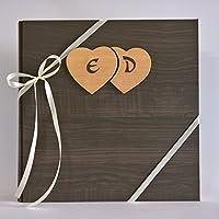 Album fotografico innamorati carta effetto legno scuro + cuori legno e iniziali personalizzabili