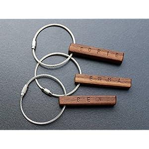 Schlüsselanhänger aus Holz | Nussbaum | mit Wunschnamen