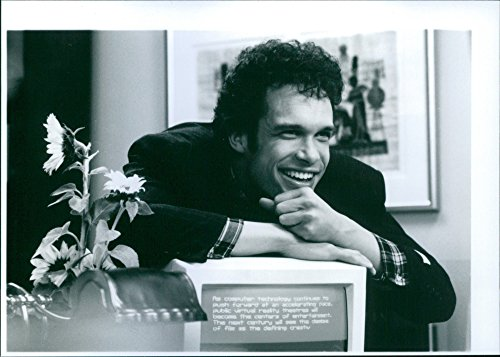 vintage-photo-of-diedrich-bader-on-the-set-of-a-1993-20th-century-fox-comedy-film-the-beverly-hillbi