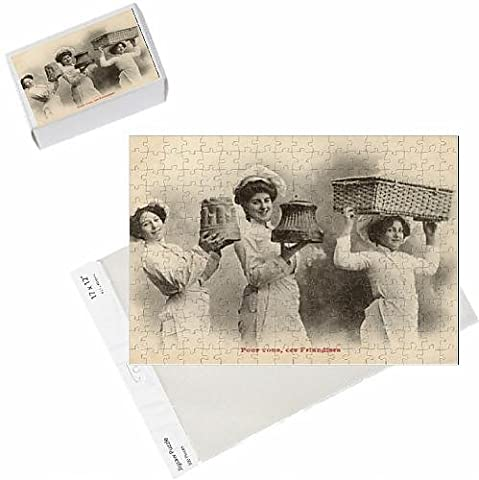 Photo Jigsaw Puzzle of Cooks presenting three
