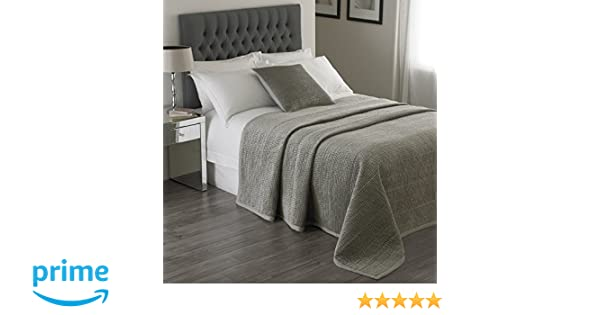 Linen Border 104 x 104 inches Velvet Feel Quilt Design Riva Paoletti Brooklands Luxury Super King Size Bedspread 265 x 265cm Silver Grey 100/% Polyester Filling - Designed in the UK