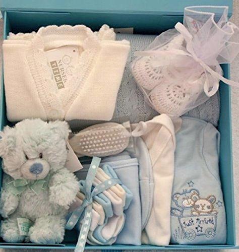 Neuf bébé garçon Boîte cadeau de luxe. Taille 0–3mois. Contient Babywear et accessoires.