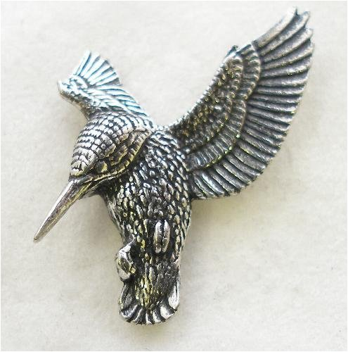 hovering-kingfisher-pin-badge-in-fine-english-pewter-handmade