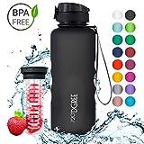 720°DGREE Trinkflasche 'uberBottle' - 1,5 Liter, 1500ml, Schwarz | Neuartige Tritan Wasser-Flasche | Water Bottle BPA Frei | Ideale Sportflasche für Kinder, Fitness, Fahrrad, Sport, Fussball