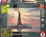 Schmidt Spiele Puzzle 59498 Thomas Kinkade, Freiheitsstatue in der Abenddämmerung, Glow in The Dark, 1000 Teile Puzzle, bunt