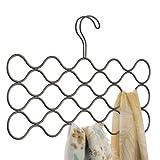 InterDesign Classico cintre foulard avec 23 boucles, rangement suspendu en métal pour écharpes, cravates, ceintures, pashminas, etc., couleur bronze