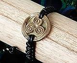 Verstellbar unisex keltisches/Wikinger/Wicca Armband, Triskel aus Goldbronze handgemacht mit schwarzem Leder Makrame, für Männer und Frauen/Damen und Herren.