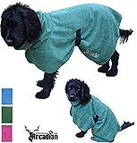 Mikrofaser Hunde Bademantel von Premium Qualität von Arcadian. Diese luxuriösen Bademäntel sind leicht, schnell trocknend und super saugfähig. Einfach zu verwenden, komfortabel und mit verstellbaren Trägern. Fantastisch, wenn zusammen mit einem Mikrofaser Hundehandtuch von Arcadian verwendet. 100% Zufriedenheitsgarantie! (S, Grün)