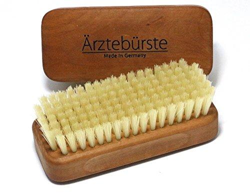 Cepillo para manos y uñas en madera de peral