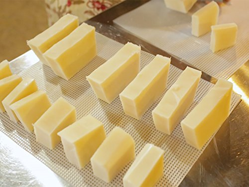 how-to-make-a-simple-soap-bar-with-lye-lard