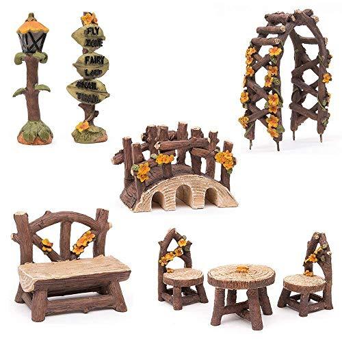 Hakkin Miniatur Woodland Outdoor Fairy Garten Kollektion Möbel mit 2x Hocker / Stuhl / Tisch / hölzerne Tür Arch / Straßenschilder / Straßenlaternen / Brücke Set von 8 Stück Hand-painted Kit -