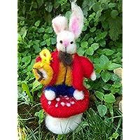Bianconiglio, personaggio di Alice nel paese delle meraviglie, in stile Waldorf, in lana fiaba e cardata.