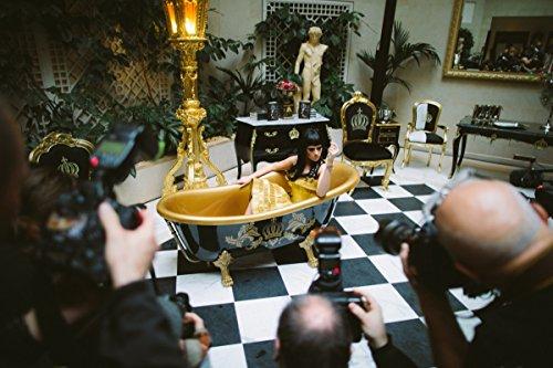 Pompöös by Casa Padrino Luxus Badewanne Deluxe freistehend von Harald Glööckler Pink / Silber / Weiß 1695mm mit silberfarbenen Löwenfüssen