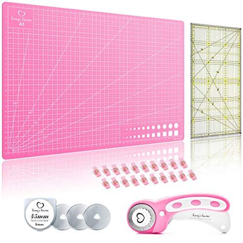 Honey's Heaven Rollschneider Stoffschneider Set (pink) inkl. Schneidematte, Ersatzklinge, Stoffklammer, Patchwork-Lineal (Stoff Schneidematte)