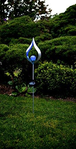(Dekorative hochwertige XL - LED SOLAR Gartenstab / Wegeleuchte / Gartenleuchte / Pathlight aus einem schwarzen Metallstab und einer dekorativen beleuchteten Acryl-Kugel mit 1 blaue LED - Größe ca. 85 cm x 16 cm - mit 1 BLAU LED - mit integriertem SOLARPANEL - bereits inklusive : AKKU - Solar - Panel - Solar Energy - inklusive Erdspieß - für den Außen - Bereich geeignet - OUTDOOR - zur Auswahl stehen Mond oder Flamme - aus dem KAMACA - SHOP (FLAMME BLAU))