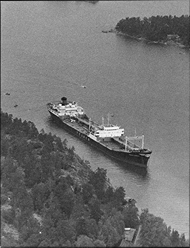 vintage-photo-of-cardiff-texaco-tanker-with-31000-tons-of-oil-due-at-berg-park-in-stockholm-archipel