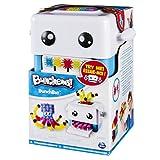Grazie al BunchBot Crea Bunchems i bambini potranno realizzare creazioni ottime ancora più facilmente. Basterà aprire il cassetto alla base del BunchBot Crea Bunchems, posizionare uno strato di Bunchems negli appositi ganci, richiudere e premere vers...